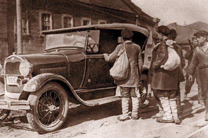 Н.Капелюш Крестьяне осматривают Форд-1930