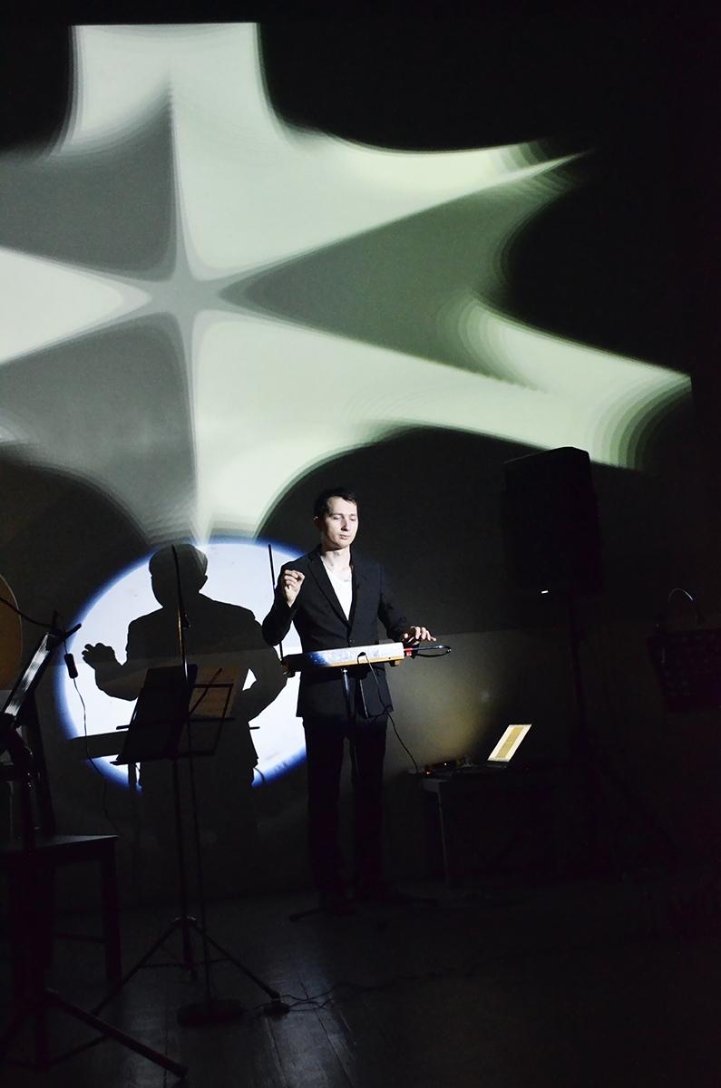Фоторепортаж: музыка на грани физики