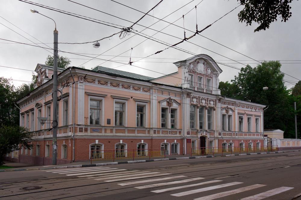 Дом Зайцева на перекрёстке Б. Печёрской и Семашко