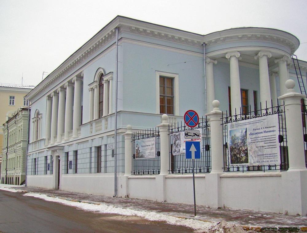Дом Сироткина, первый крупный проект конструктивистских архитекторов Весниных, выполненный ещё в неоклассике. 1913 год