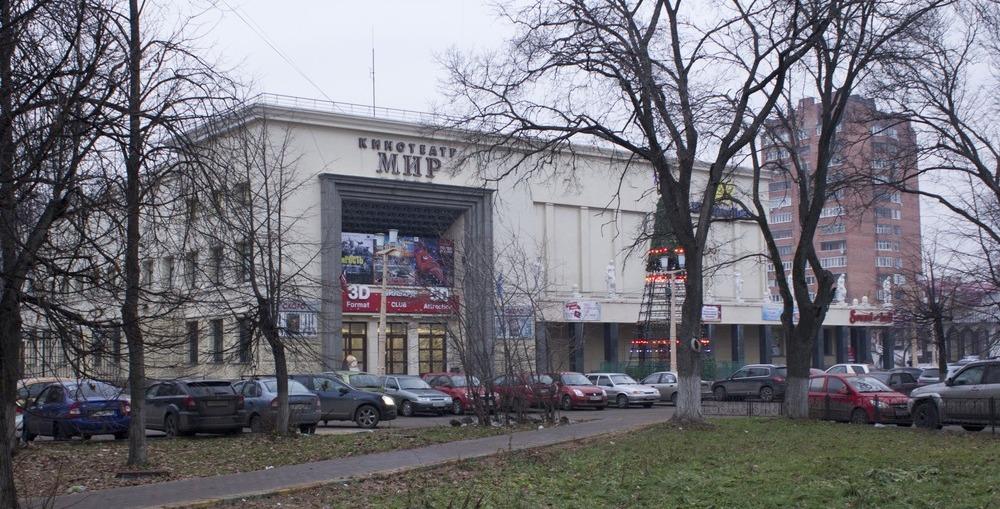 Кинотеатр Мир на Автозаводе, проект 1934 года - здесь уже не было здания, которое дополняли украшениями, архитектор Гринберг сразу вынужден был предложить такое решение