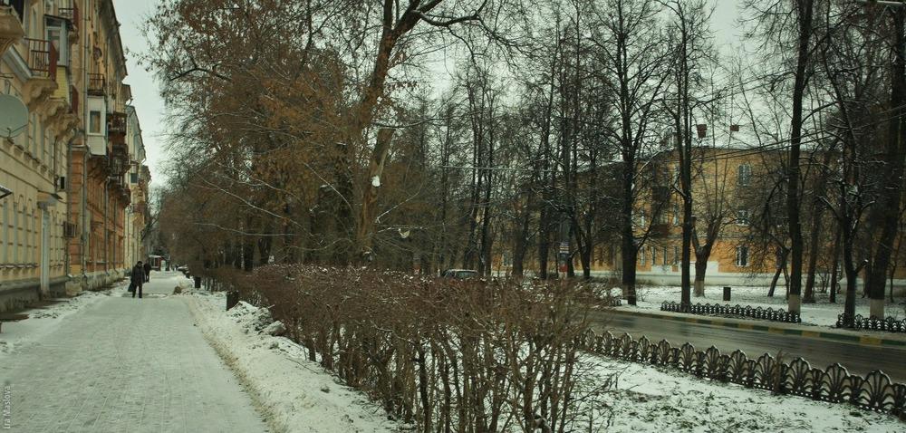 Улица 50 лет Победы с типичными для послевоенного времени широкими и уютными тротуарами