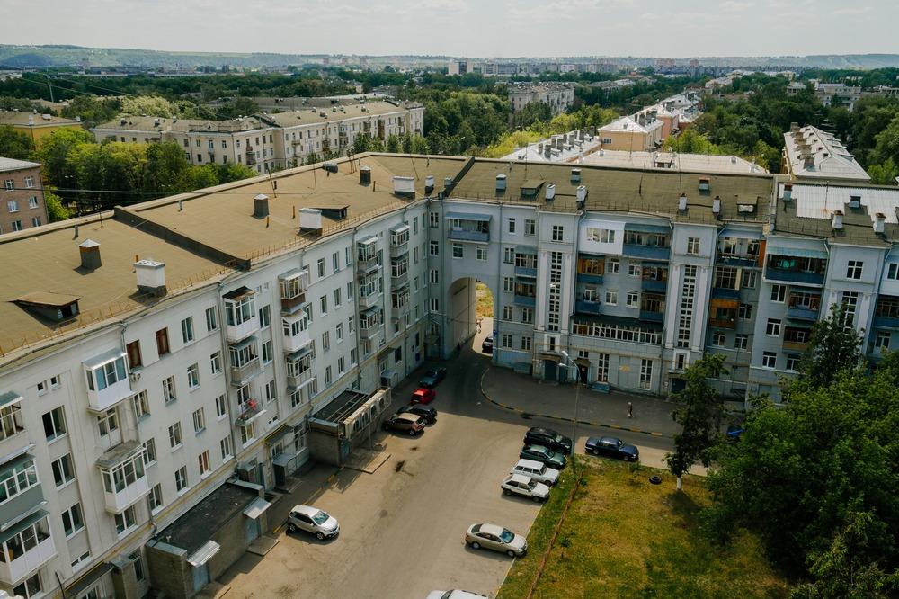 Серый бусыгинский, дом-квартал на Автозаводе, 1936-38 годы, знаменитый автор - архитектор Илья Голосов