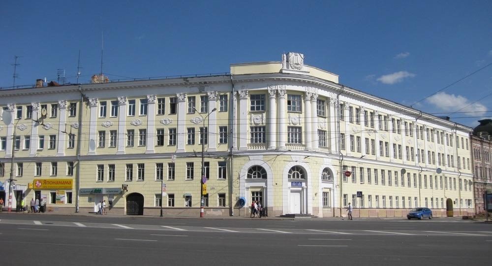 Элитная гимназия №1 на площади Минина