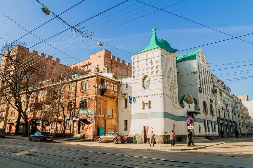 Налоговая инспекция на Фрунзе, узнаваемый стиль мастерской Харитонова и Пестова