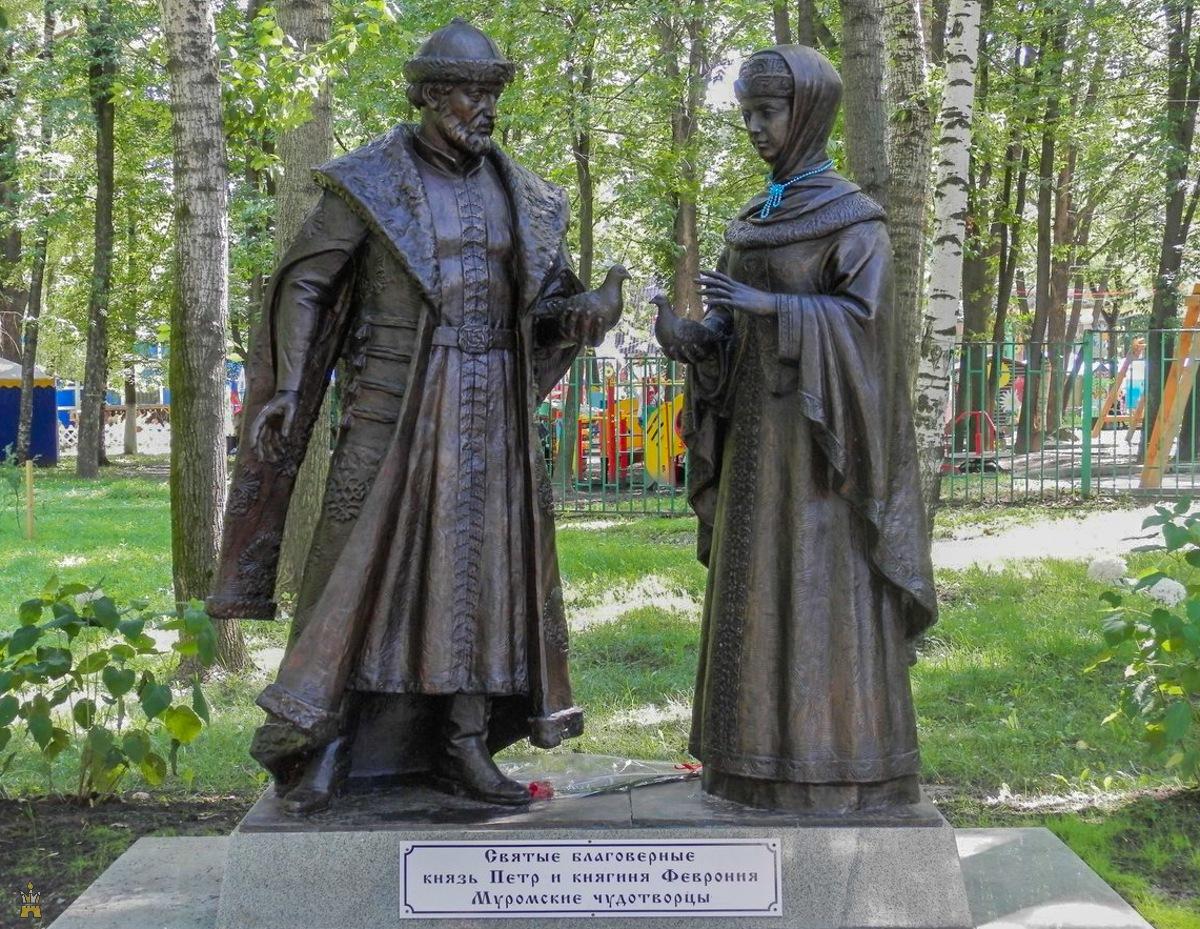 Памятник Петру и Февронии в Парк 1 мая в Нижнем Новгороде