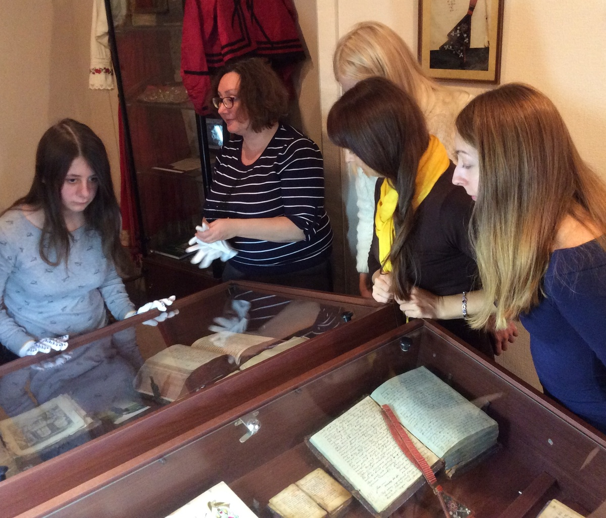 Экскурсия в Институте рукописной и старопечатной книги