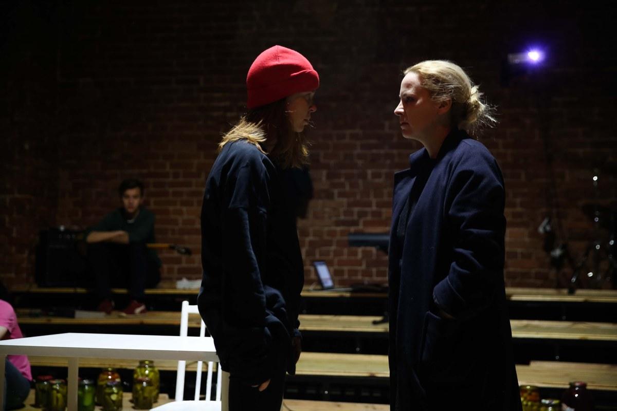 Премьерный показ спектакля по одноименной пьесе Светланы Петрийчук «Во всём виноват Вайнштейн»