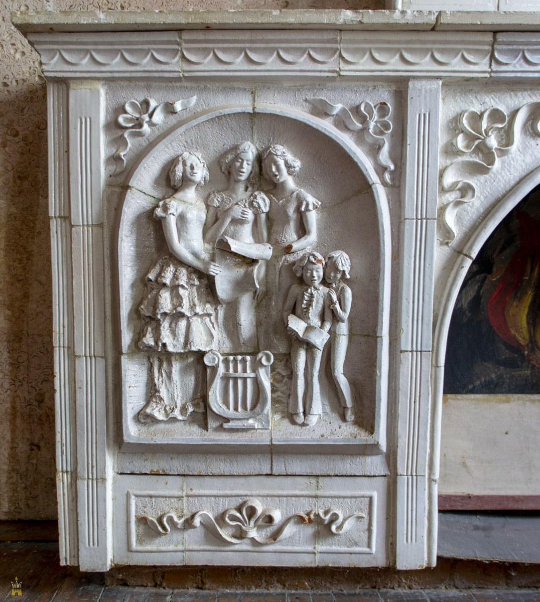 Старинный камин в Доме культуры имени Свердлова (бывшее Дворянское собрание) в Нижнем Новгороде