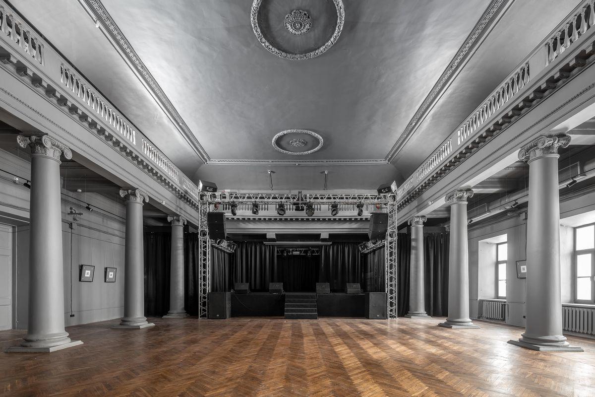Колонный зал Дома культуры имени Свердлова (бывшее Дворянское собрание) в Нижнем Новгороде