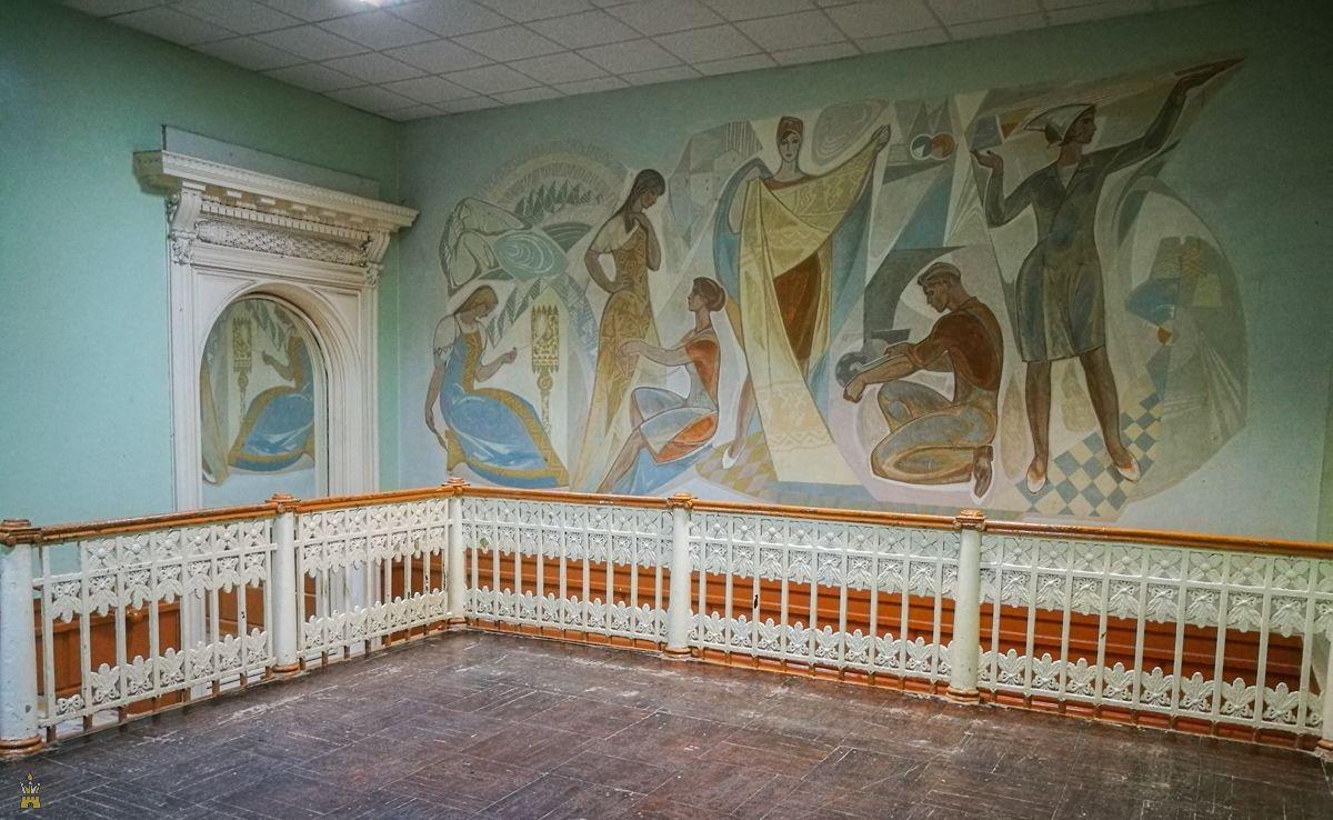 Мозаика и зеркало в Доме культуры имени Свердлова (бывшее Дворянское собрание) в Нижнем Новгороде