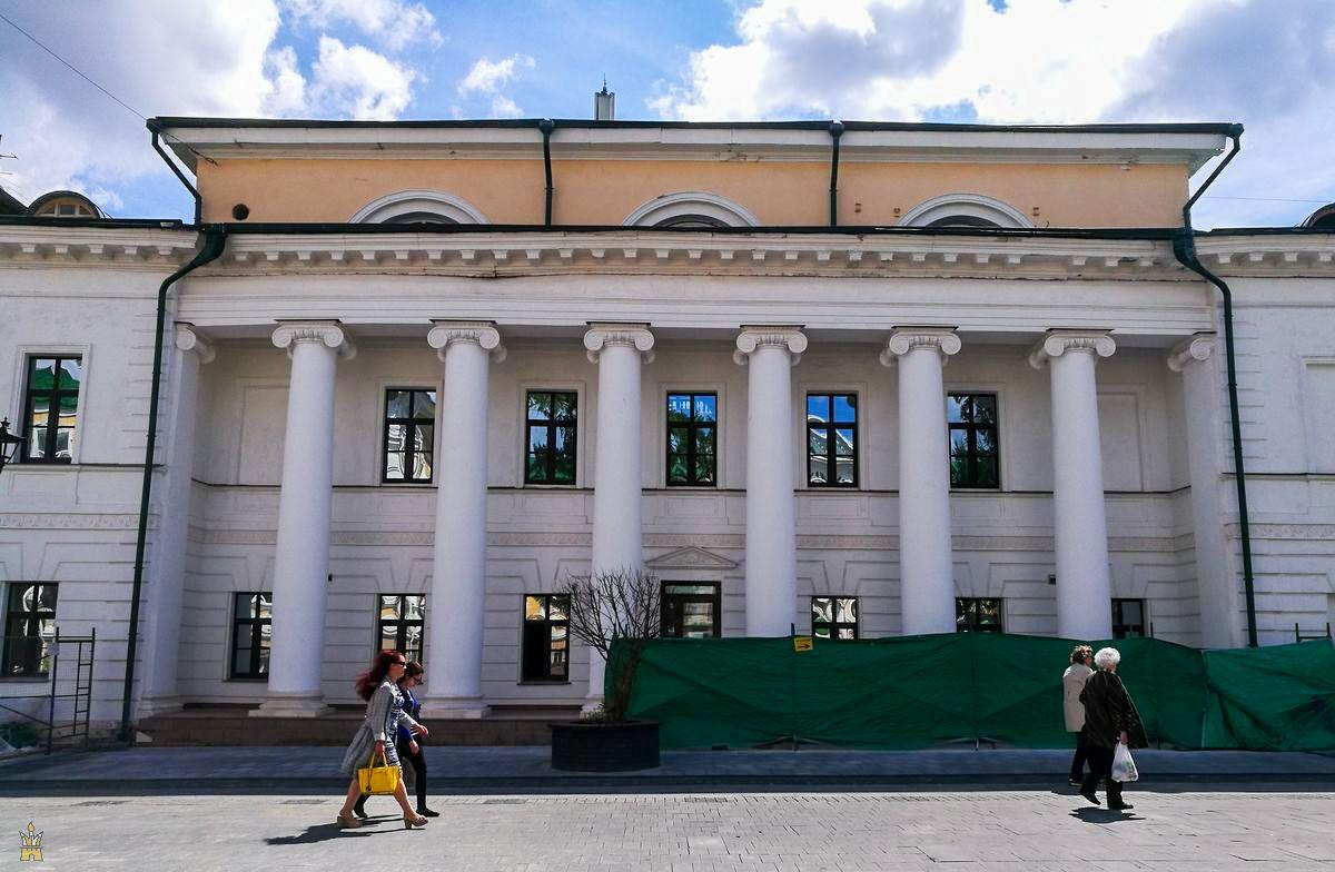 Колонна Дома культуры имени Свердлова (бывшее Дворянское собрание) в Нижнем Новгороде