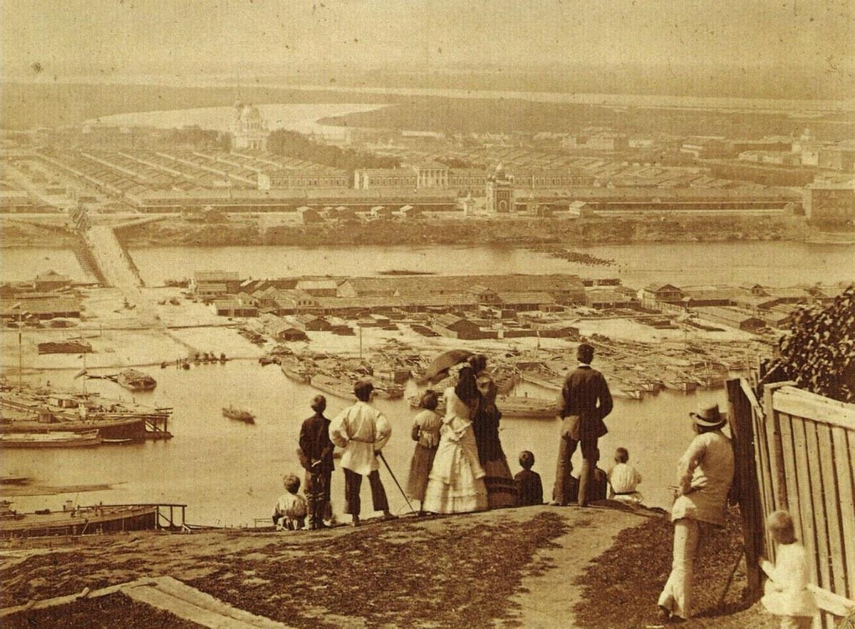 Вид на ярмарку с Гребешка (Гребешковский откос, Нижний Новгород)