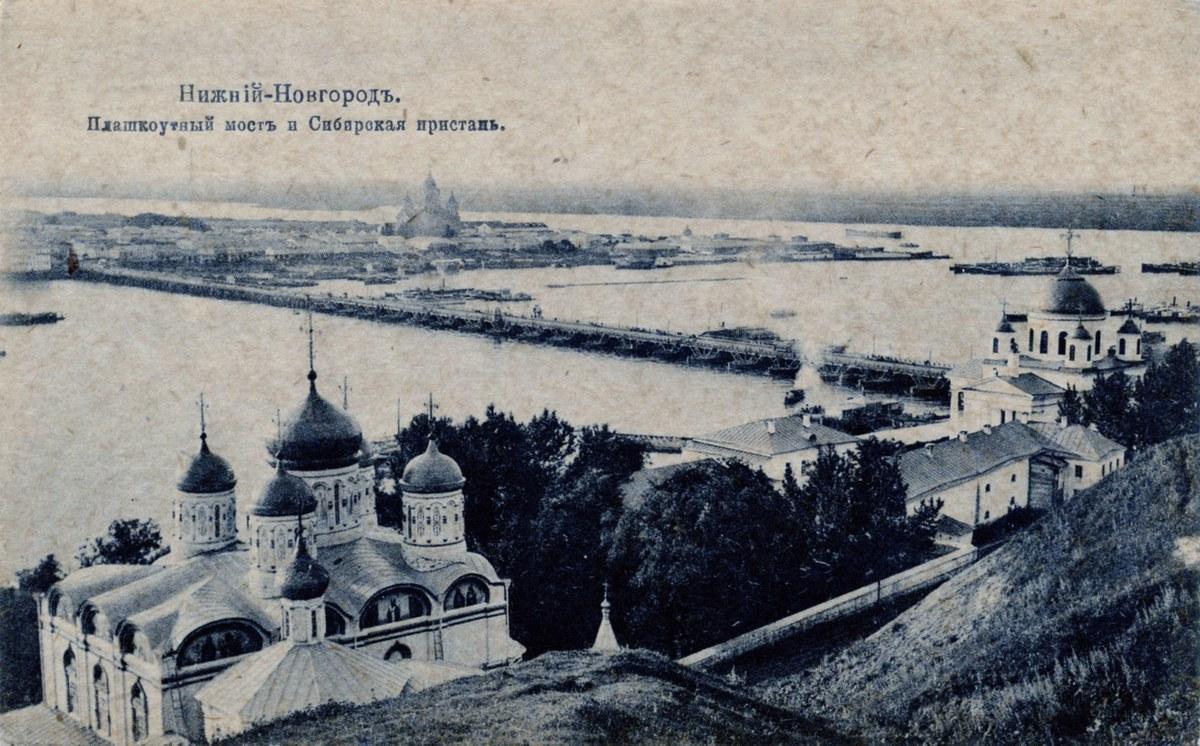 Вид с Гребешка на плашкоутный мост, соединяющий верхнюю и нижнюю часть города (Гребешковский откос, Нижний Новгород)