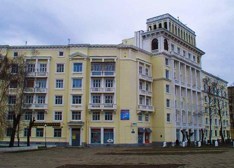 Дом завода «Нефтегаз»