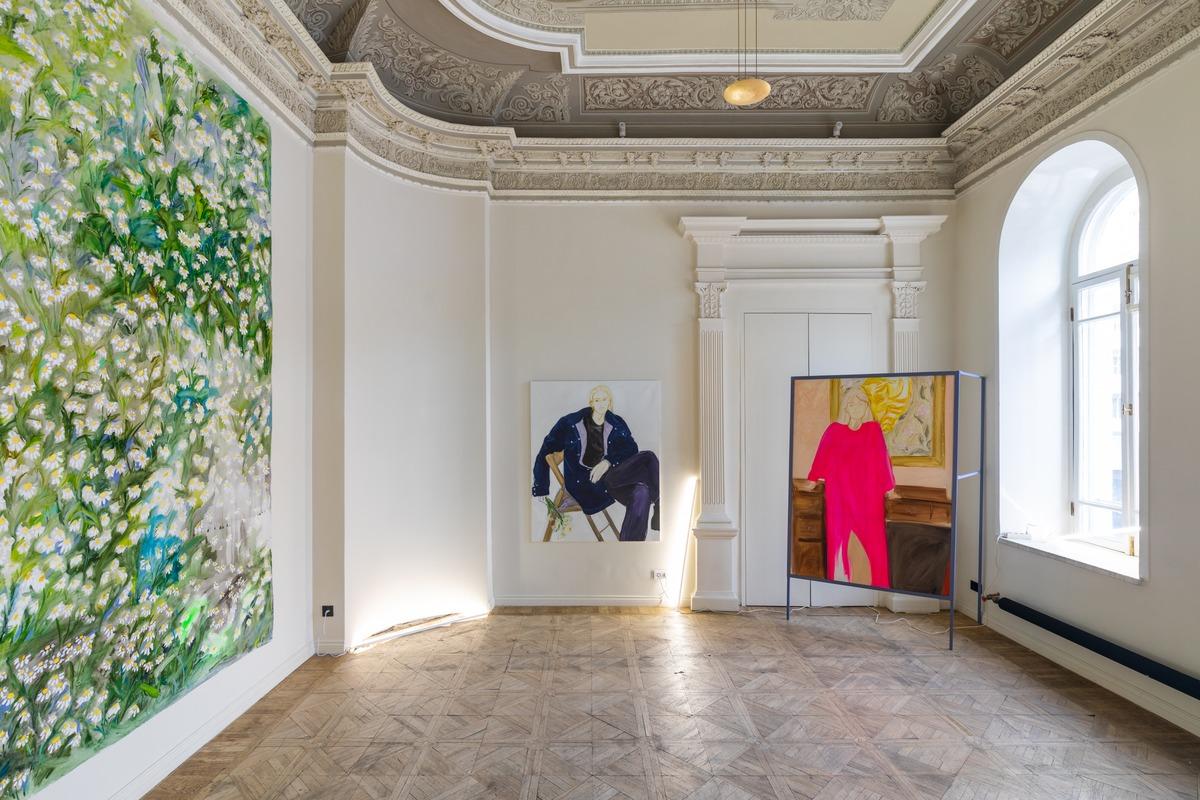 Персональная выставка Дарьи Гитманович «Оверсайз» в галерее сцена / szena