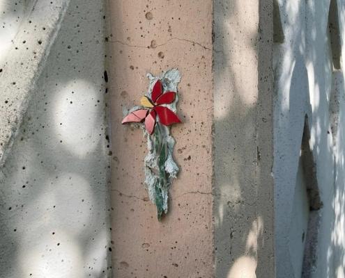 Новый арт-объект — миниатюрные цветы появились на улице Нартова в Нижнем Новгороде