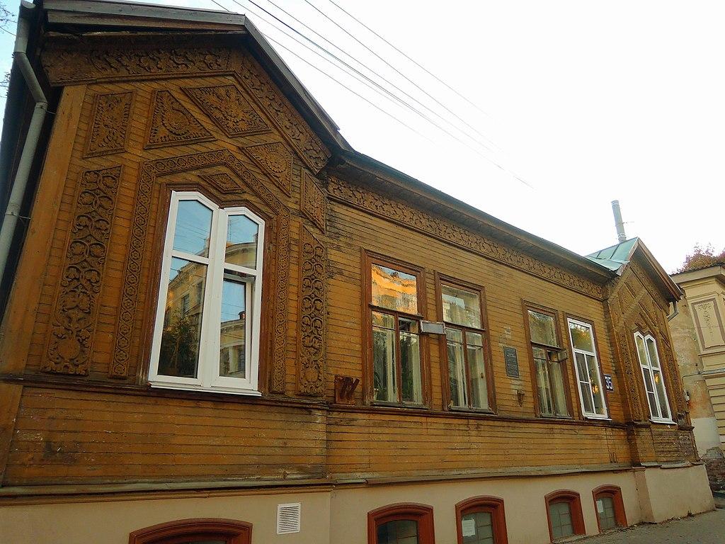 Выделяющийся фасад дома Климова