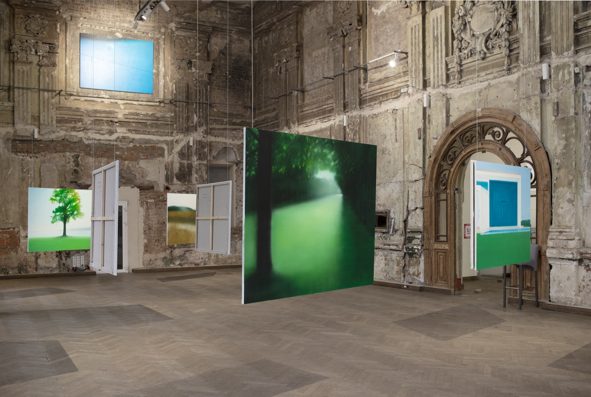 Евгения Буравлёва о выставке «Не сезон» в Futuro: «Живопись как котик — если у тебя что-то болит, она ляжет именно на это место»