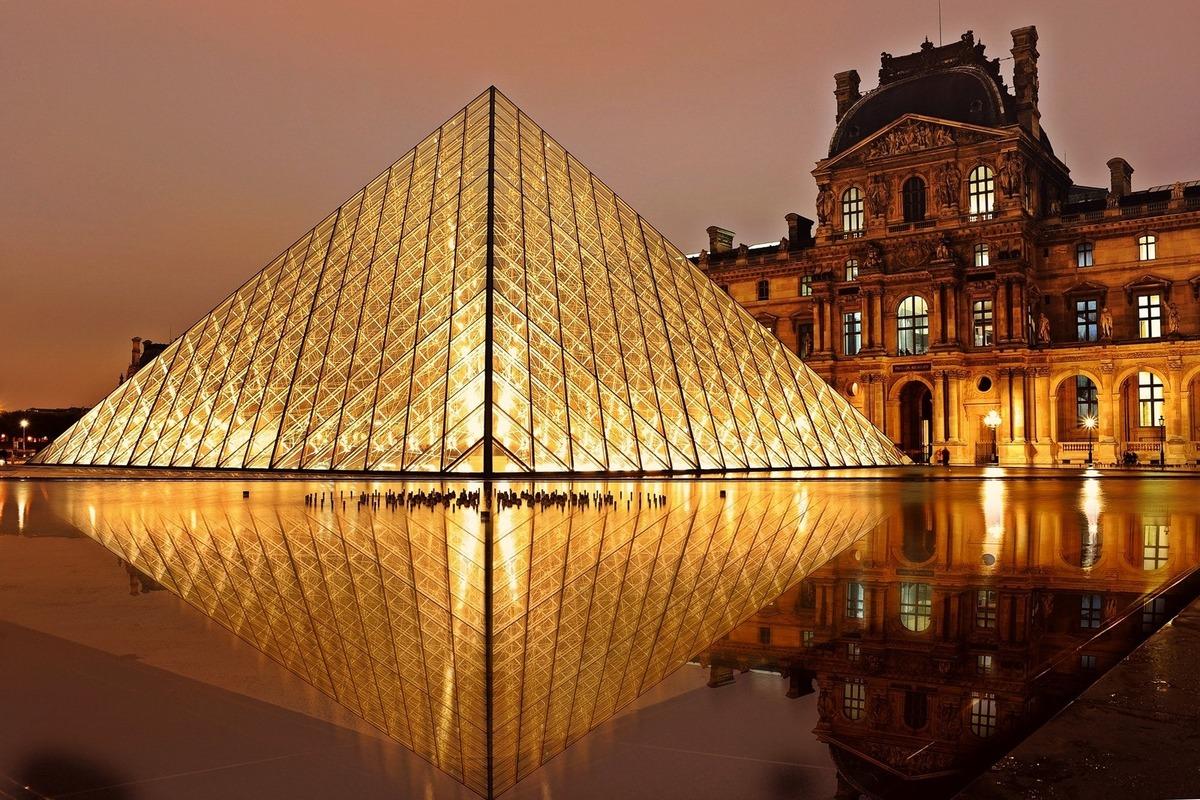 Музей Лувр оцифровал и выложил бесплатно в сеть всю свою коллекцию