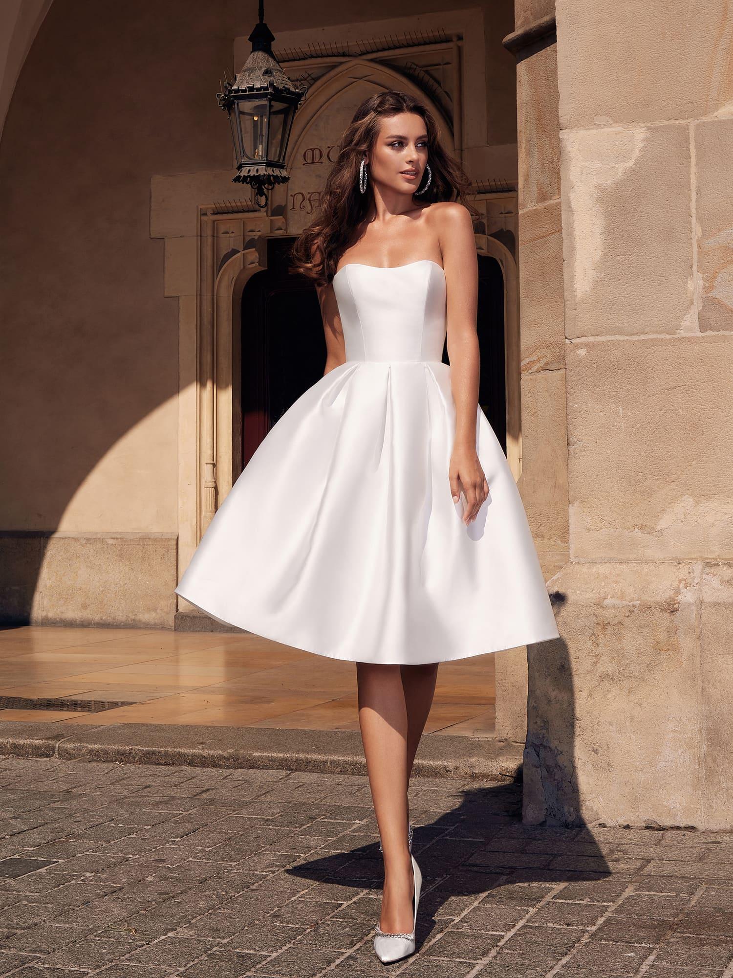 Модные короткие свадебные платья 2021года : очень практичны и универсальны