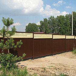 Заборы из профнастила: популярный выбор в качестве ограды для дома