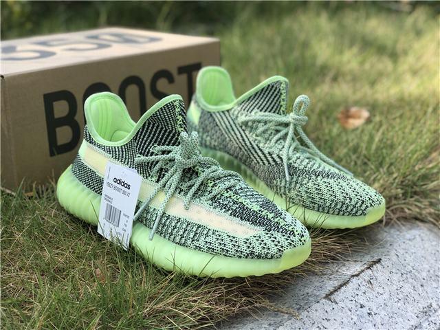 Преимущества кроссовок Adidas Yeezy Boost 350 V2