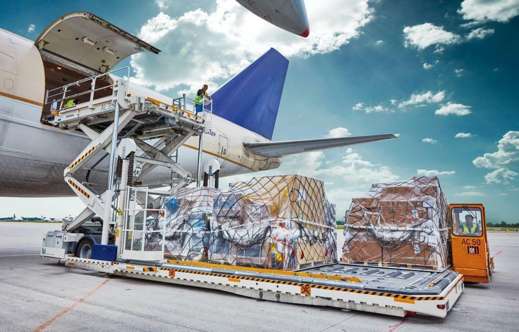Преимущества доставки грузов авиатранспортом