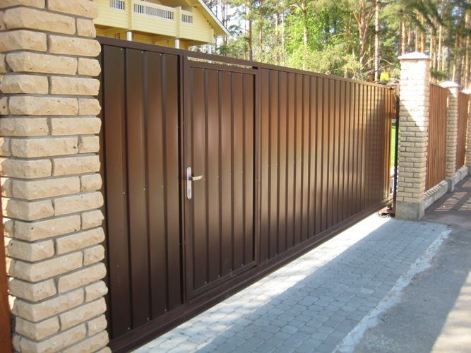 Как выбрать откатные ворота с калиткой?